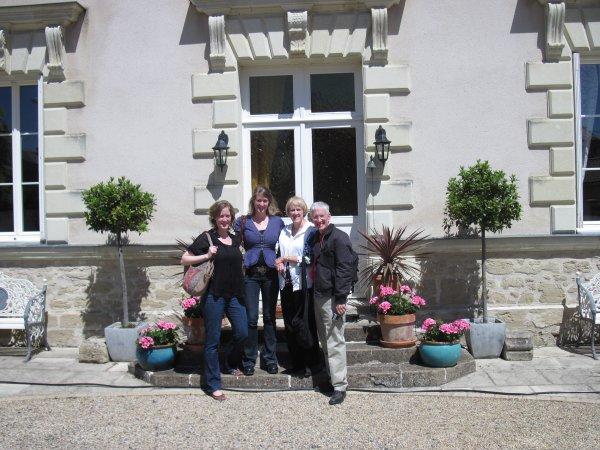 Wine tour guests arriving at Manoir de Gourin